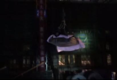 郸城工地塔吊司机酒后作业 被困30米高塔吊顶部