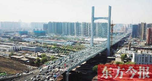 """跨越亚洲最大铁路编组站 郑州农业路大桥创下多个""""之最"""""""