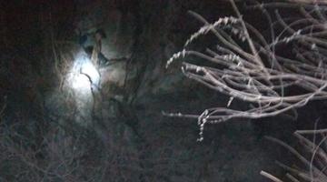 男子嵩山断崖被困6小时 除夕凌晨被救下山