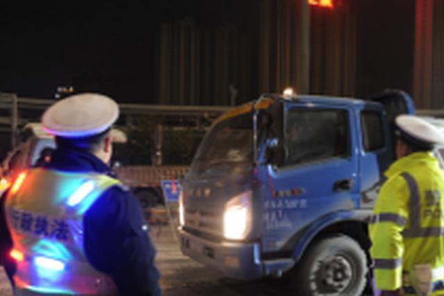 """郑州设49个检测点专""""逮""""超标柴油车 被抓罚5000元"""