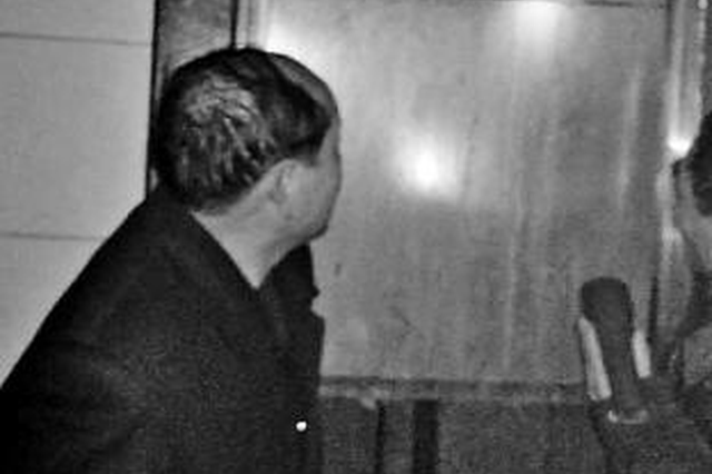信阳老人被困电梯摔成重伤 物业赔偿千元称已尽责