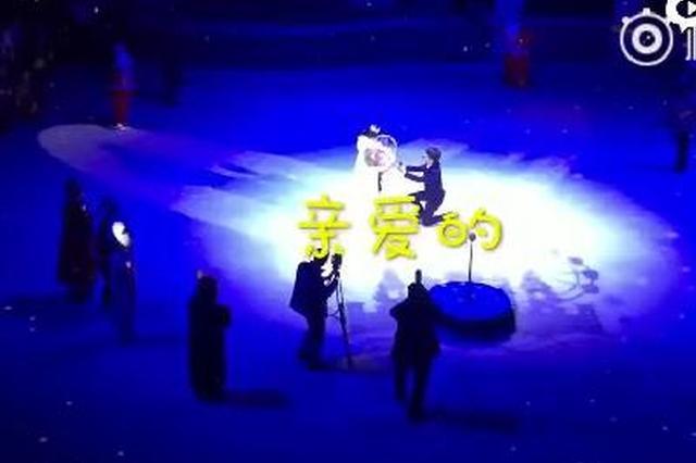 郑州大四男生万元包冰场求婚