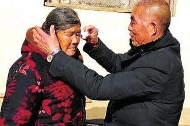 南阳一对夫妻失散二十余年 古稀之时终相见抱头痛哭
