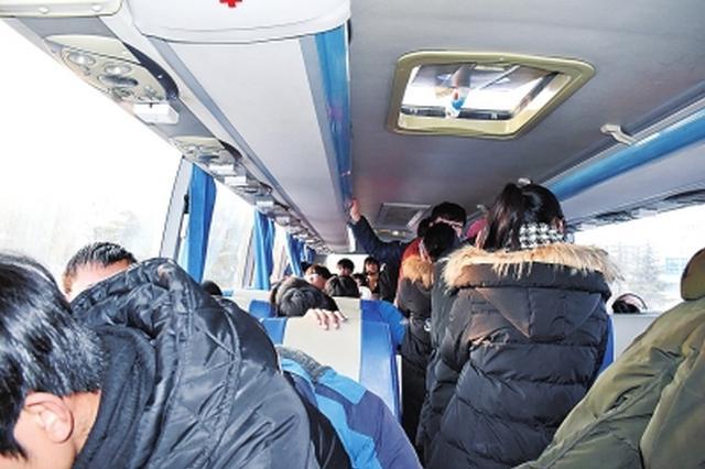 洛阳交警拦停了一批违法车辆 车上全是高中生