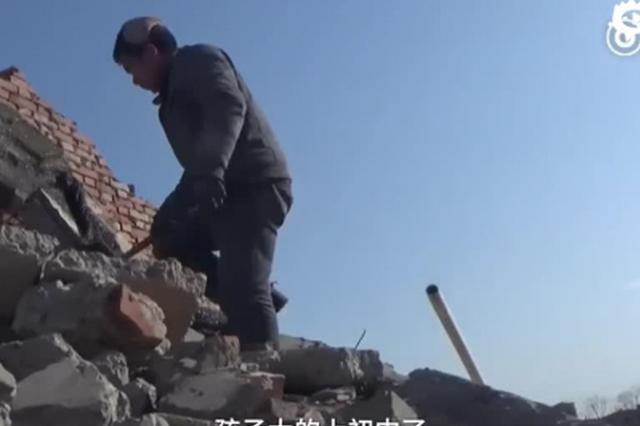 河南民工遭欠薪3万多 废墟砍砖攒钱回家