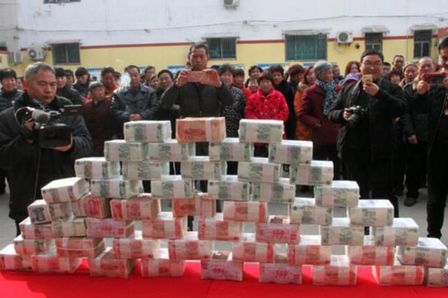 500多万元现金 漯河这俩村为村民分红,现金堆成山