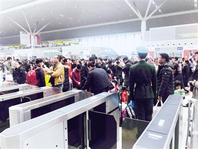 铁路迎返程高峰 节后郑州局增开直通临客72.5对