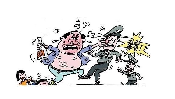 洛阳男子醉酒在家闹事 6岁儿子报警求助