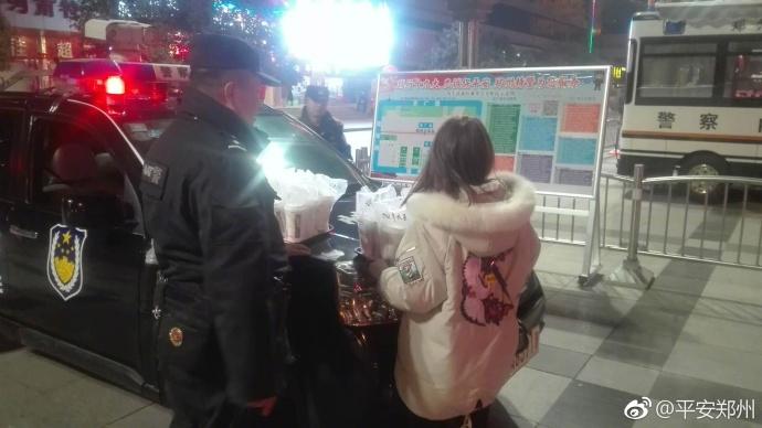 大年初一夜 郑州这些民警执勤时突然想哭 什么原因?