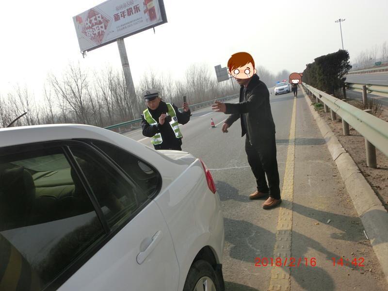 漯河一对夫妻春节回老家路上闹矛盾 高速旁停车厮打