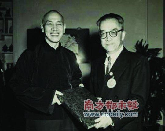蒋介石表面对胡适十分礼遇,但日记中对胡适却有很多不满