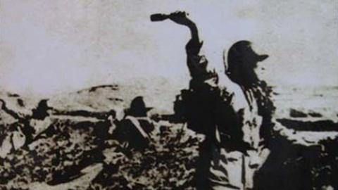 孤胆英雄:只身游湘江炸毁日军2门山炮