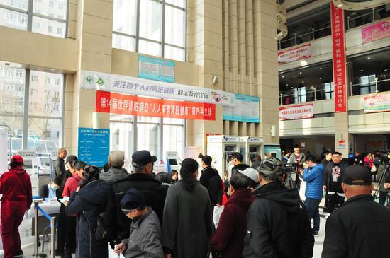 哈医大一院举办世界肾脏病日大型义诊活动