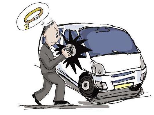 男子砸车盗窃还不够 掰走后视镜撬走大灯能拿的都拿