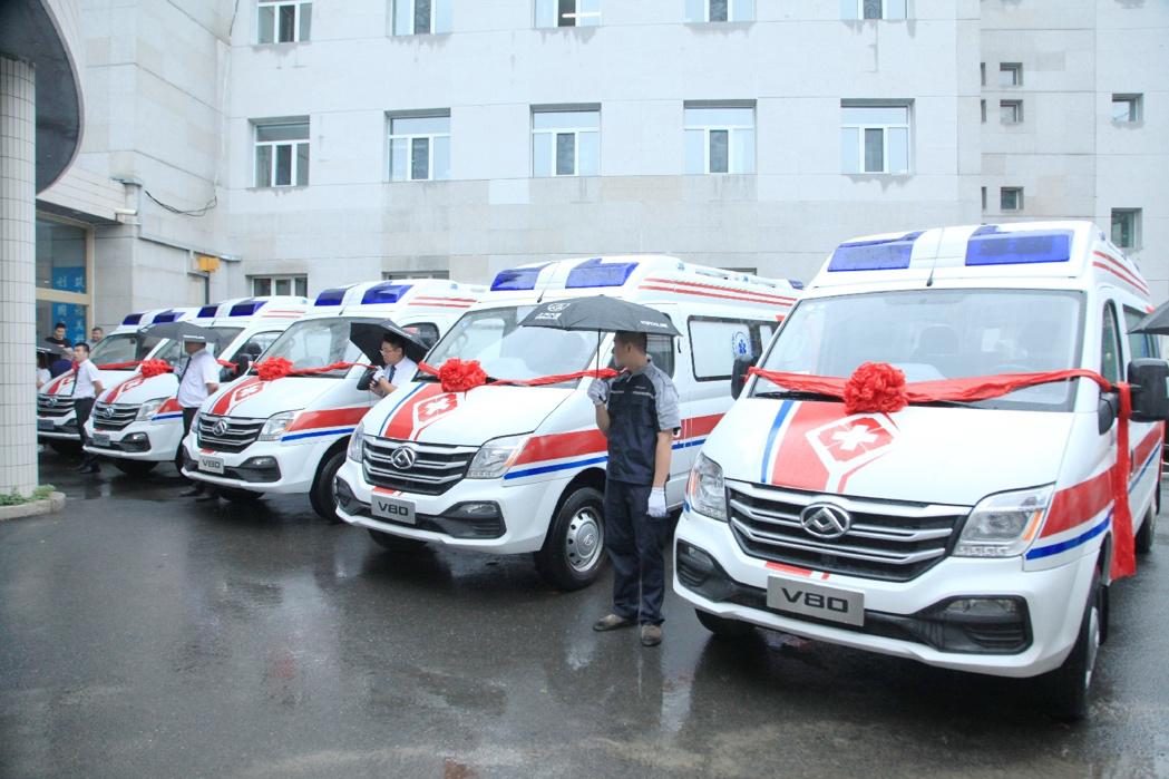 上汽集团向哈尔滨捐赠MAXUS V80救护车