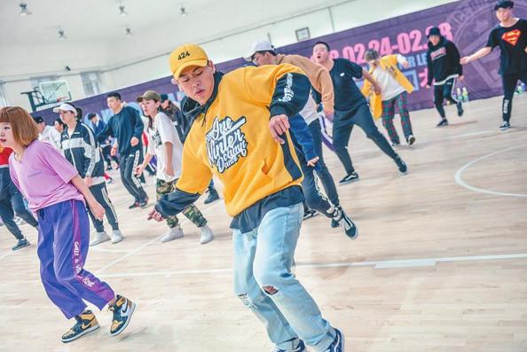 """综艺节目带热街舞 冰城""""街舞达人""""梦想的姿势最酷"""