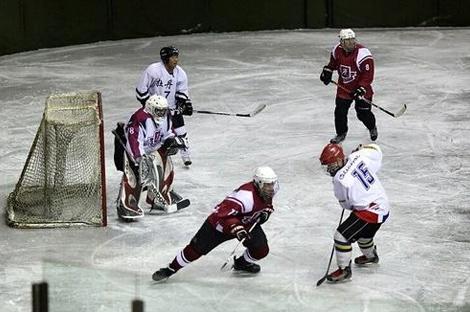 中俄界江美丽之冰冰球友谊赛