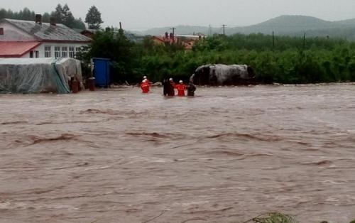 黑龙江:降雨导致尚志市部分地区居民被困