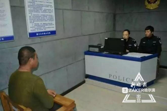 """男子为""""找乐子""""拍辱警视频传上网 换来10天拘留"""