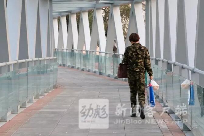 """""""玻璃天桥""""首现哈尔滨 去火车站北站房方便了"""