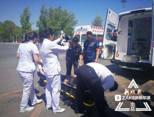 中年男子在哈尔滨机场心脏病发4个多小时抢回一条命