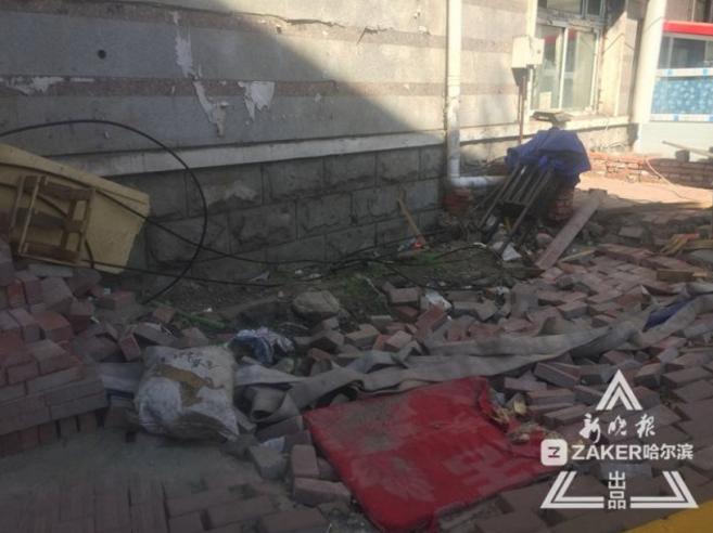 墙壁渗出清水 哈市经纬十二道街这处地下室又返水了