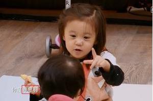 贾静雯小女儿Bo妞本名首曝光 咘咘喊妹妹名泄密