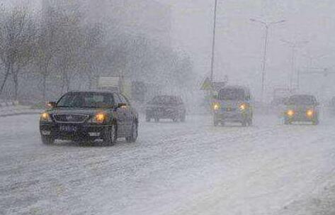 哈市交警發布雨雪天出行提示 轉向先減速盡量選擇點剎