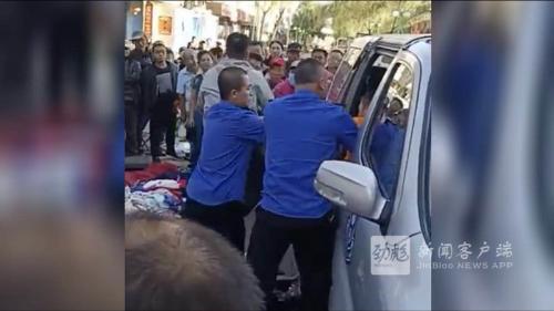 阿城执法人员与两人发生肢体冲突 一人被开除两人受处分