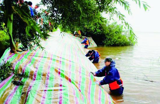 农垦牡丹江管理局民兵 半天完成百米闸临时固堤