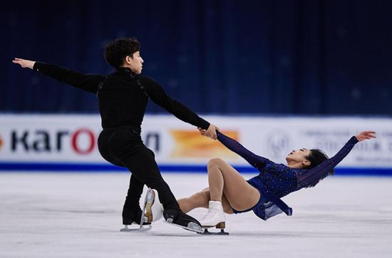花样滑冰世锦赛:双人滑组合隋文静/韩聪摘银