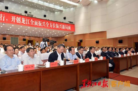 省领导陈海波、贾玉梅分别主持报告会。