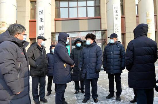 黑龙江省委书记张庆伟赴绥化、望奎检查指导疫情防控工作