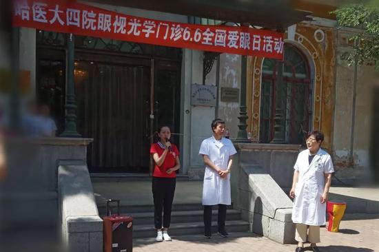 王春芳医生在给小朋友做护眼讲座