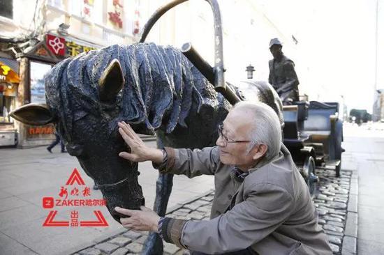 哈尔滨中央大街铜马车之父杨世昌:一人一生雕一城