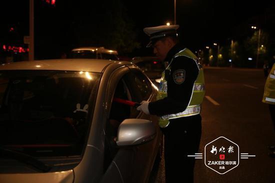 两驾驶人涉嫌违法贩卖汽油被查