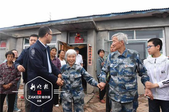 71 岁的马福称呼马旭姑奶,按照辈份,他的孙子要喊马旭姑祖太奶。