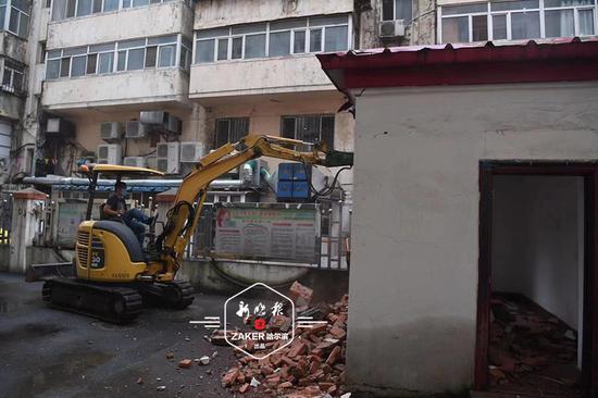 道里區拆除建國街百平方米違建 消除庭院消防通道隱患