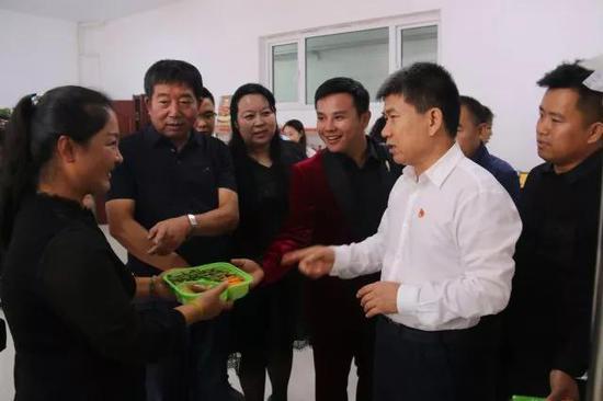 区委书记视察厂区