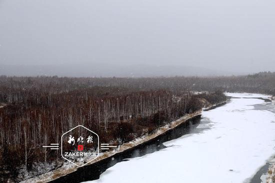 黑龙江省北极村下了大到暴雪 最深10厘米以上