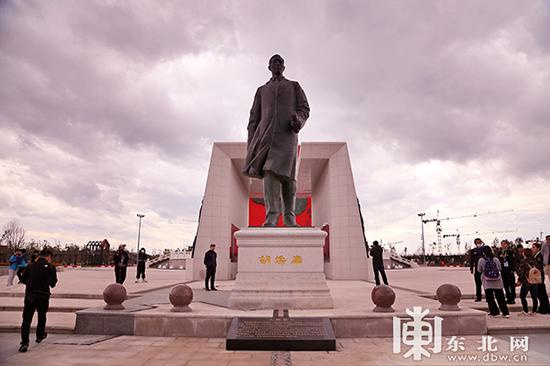 胡焕庸雕像。东北网记者 安泽 摄