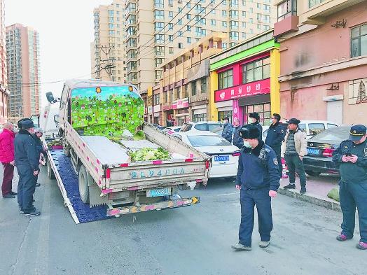 """堵道又""""堵心"""" 哈尔滨市道外区一日清理10台占道货车"""