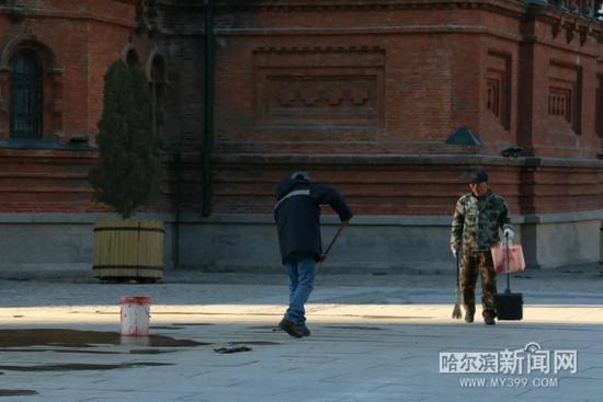 索菲亚广场围挡已拆除 现已全面开放 扫码预约免费参观