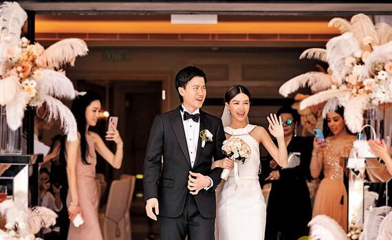 文咏珊与圈外男友吴启楠低调注册结婚。