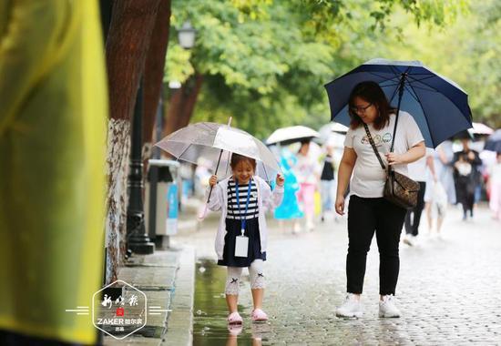 冰城立秋即景:雨中收夏色 三伏享清凉