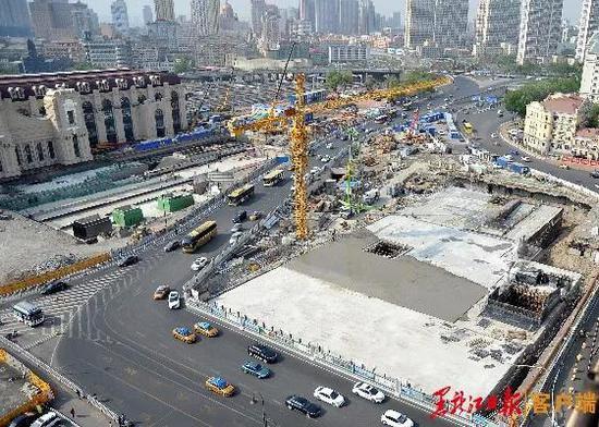 哈站南广场地下枢纽封顶。