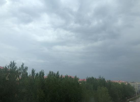 未来2小时哈尔滨部分地区雷雨、冰雹、8级大风