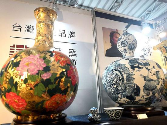 台湾展区:一边卖乌龙茶一边交友,珍藏非常多