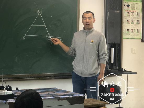 课堂上的杨保成老师。