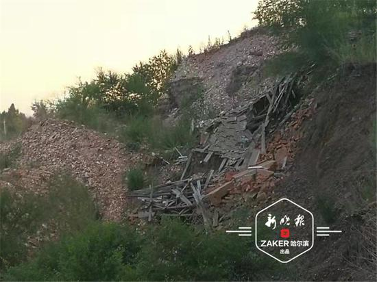 高祥森家如今房倒屋塌,只剩一片废墟